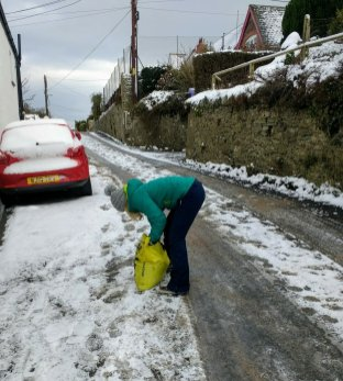 Dedicated Governors gritting the roads early in the morning!