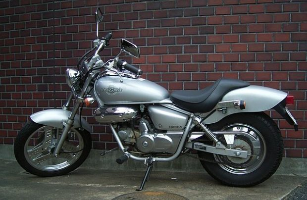 640px-Honda_MAGNA50_2007-01
