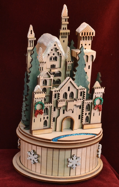 GINGER COTTAGES SNOW QUEENS CASTLE MUSIC BOX