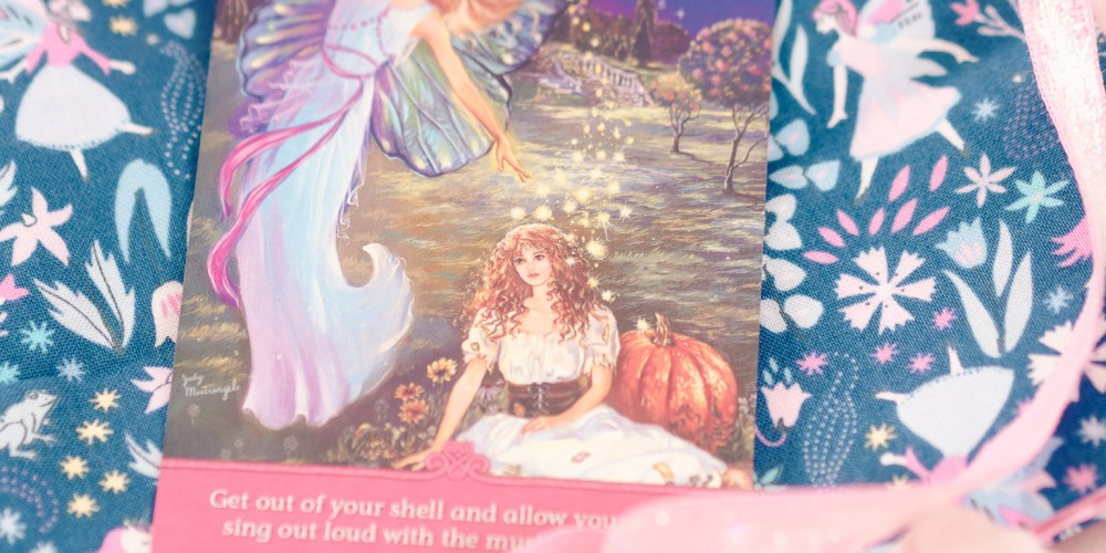How To Make a Tarot, Altar or Oracle Card Divination Cloth Mat for Spiritual Readings