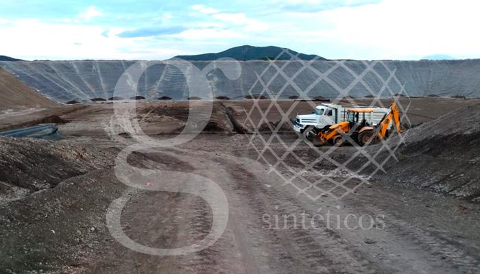 Equipo de Apatzingán Michoacán. Relleno sanitario 16 mil metros #geotextil y #HDPE.
