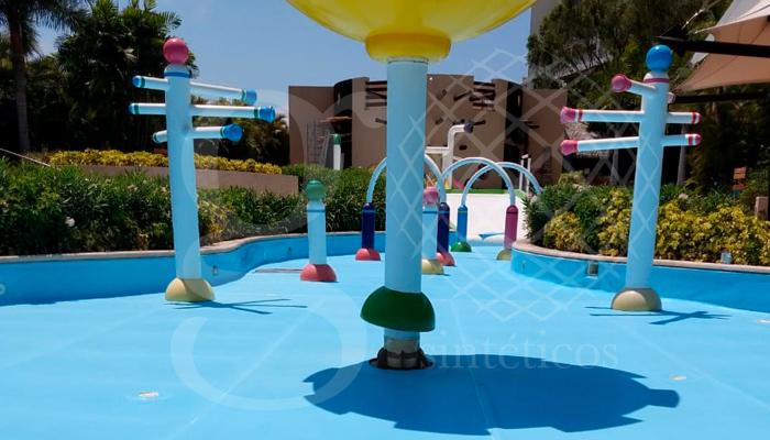 Instalación de #geomembrana de #PVC de 1.5mm antiderrapante, en zona de juegos Vidanta. OBRA TERMINADA en Puerto Vallarta.