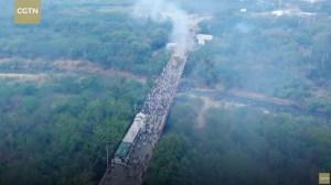 Wie stak vrachtwagens met hulpgoederen voor Venezuela in brand?