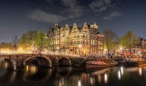UBS ziet vastgoedbubbel in Amsterdam