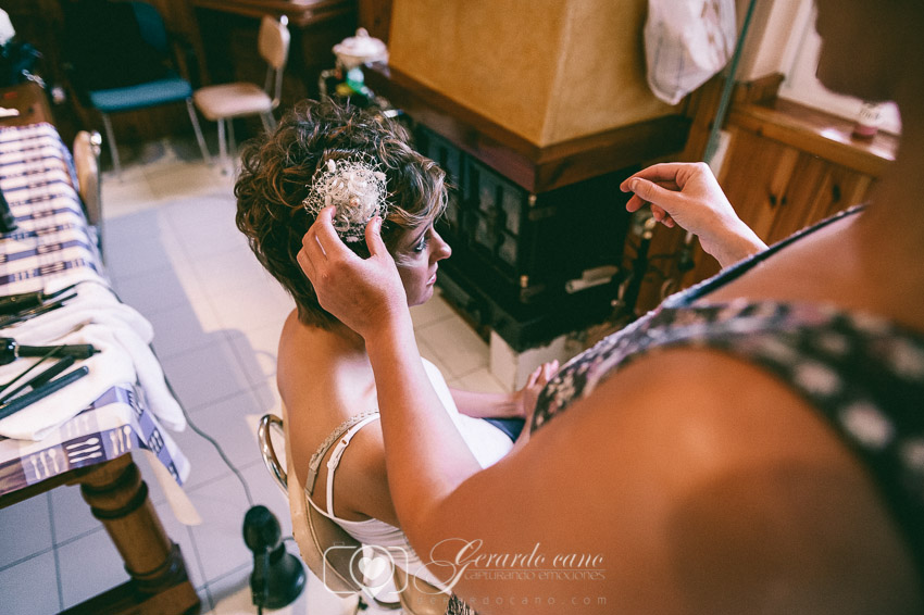 Fotos de boda León - Preparativos del peinado de la novia en León