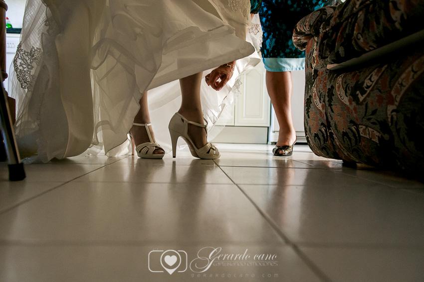 Zapatos de novia - fotografía de boda en león de los preparativos de la boda