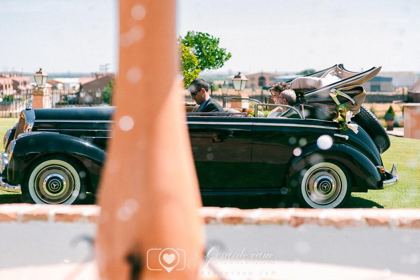 Entrando la novia en la boda en Cigarral de Cembranos - Fotos de boda León -
