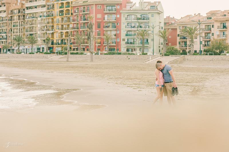 book de fotos de pareja Valencia - Port Saplaya (14)