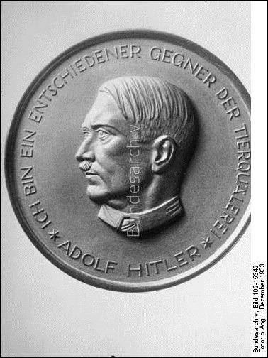 """""""Adolf-Hitler-Medaille"""" für besondere Dienste ums Tierwohl - """"Ich bin ein entschiedener Gegner der Tierquälerei - Adolf Hitler"""" - Bild-Quelle: Bundesarchiv"""