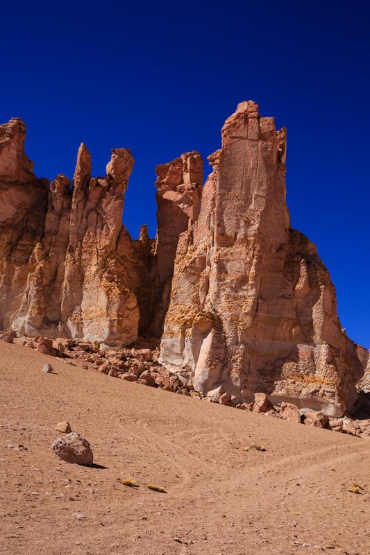 Gesteinsformationen auf dem Weg zum Salar de Tara
