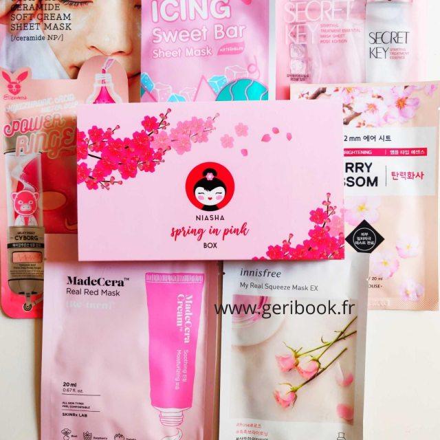 """Découvrez notre Box en édition limitée : """"Le printemps en rose"""" - Ce coffret unique inspiré de la floraison printanière se compose de 7 masques de beauté pour une expérience de SPA à la maison."""