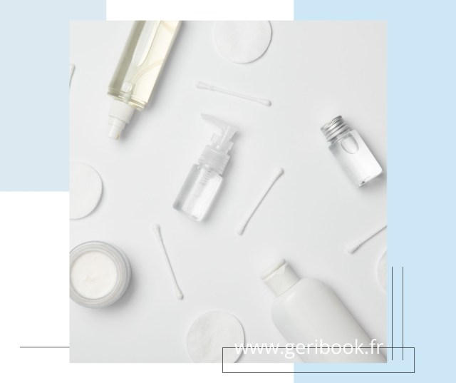 La lotion s'applique sur un disque de tissus ou de coton. Etape juste avant d'appliquer son sérum, sa crème hydratante et son contour des yeux.