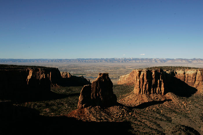 Canon EOS 1D MarkII — 24mm ISO 100 @ f/8 and 1/500sec — A section of the Colorado National Mounument.