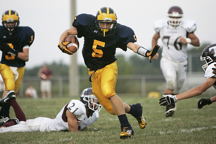 A Shenandoah running back avoids Tri defenders. (C-T photo Max Gersh) ©2010