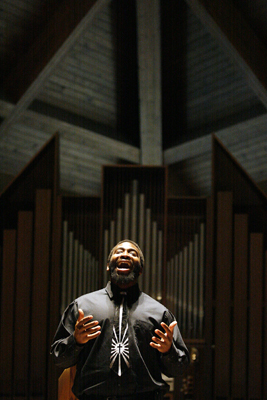 Aaron Bolden singing gospel