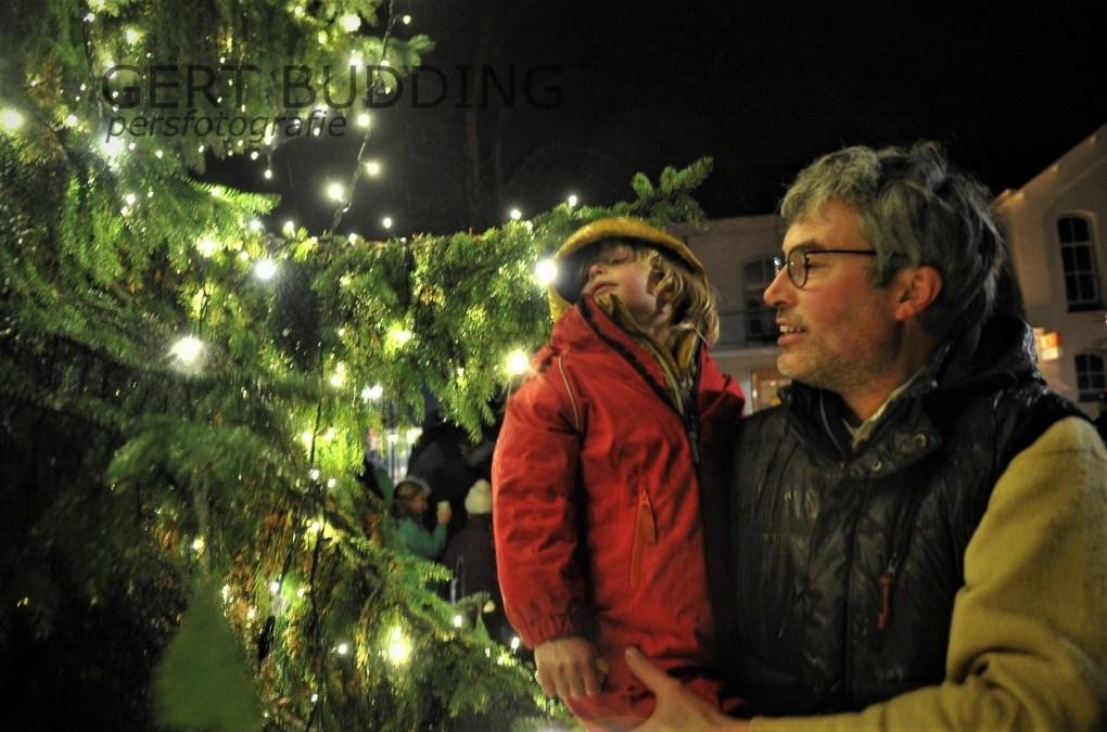 De grootste kerstboom met 5000 lichtjes staat in Wolfheze