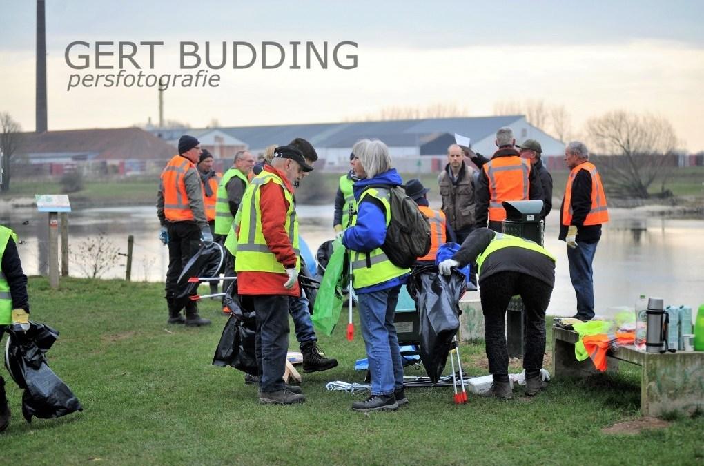 Vrijwilligers IVN maken gebied Jufferswaard Renkum schoon