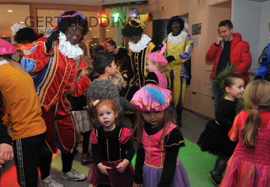 Na feestelijke intocht Sinterklaas prachtige Pieten Disco in Doelum