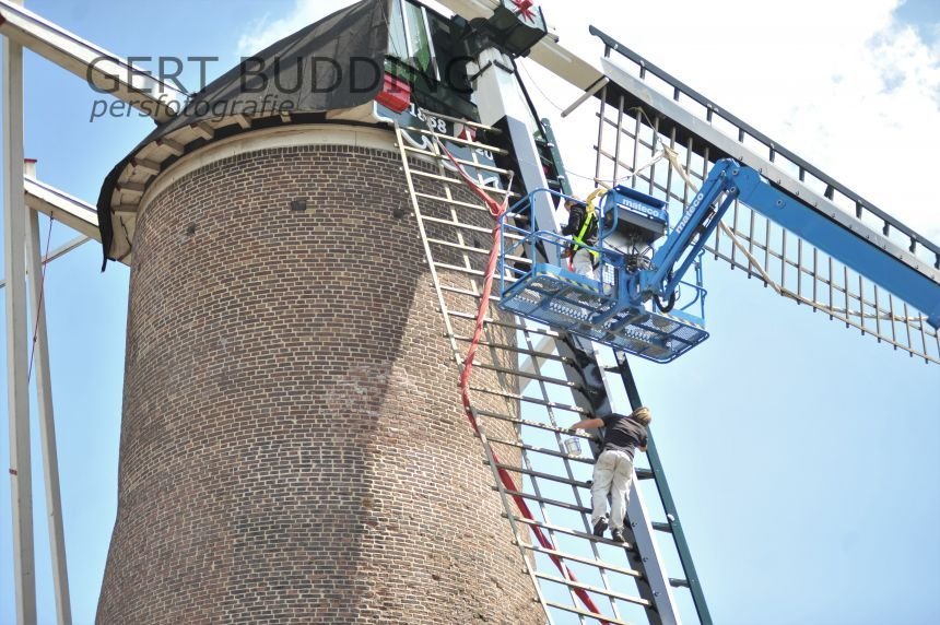 Renkumse molen (1858) krijgt likje verf, in april 2014 weer in gebruik genomen na restauratie