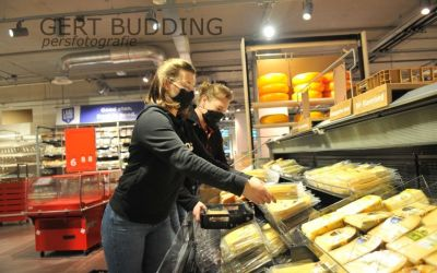 Karin van der Zouw opent moderne supermarkt Plus Renkum.