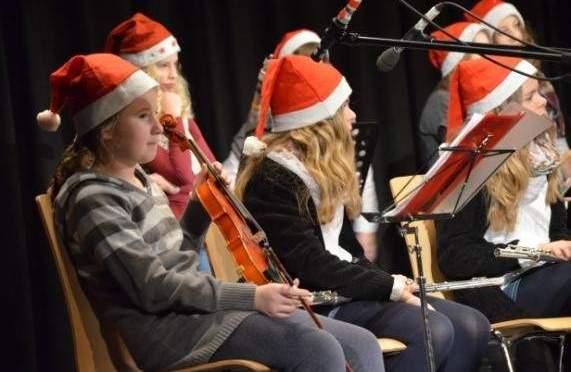 GEE Weihnachtsfeier – ein Rückblick: Wenn Weihnachtsbäume wanken