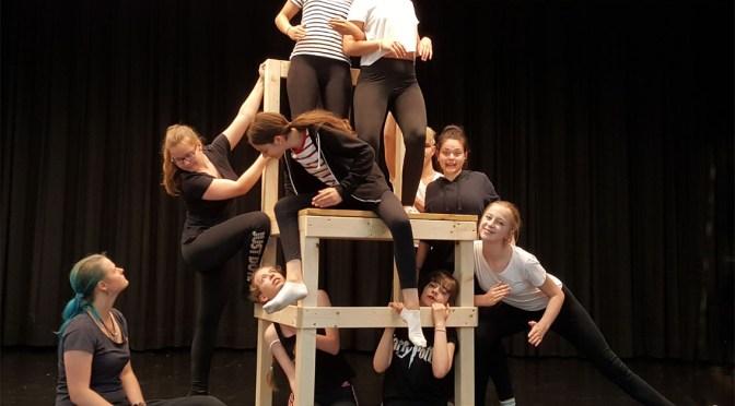 gee whiz! spielt unerhört und vertritt NRW beim größten Schultheaterfestival Europas