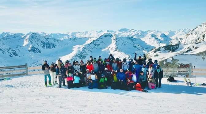 Sonnige Grüße aus den Stubaier Alpen von der Schneesportfahrt