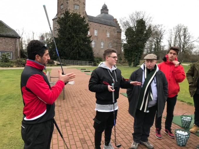 Der Trainer vom Golfclub Myllendonk mit Till Engel als Workshopcoaches