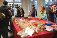 GSP_Weihnachtsmakrt_Am Keks- und Glueckslosstand