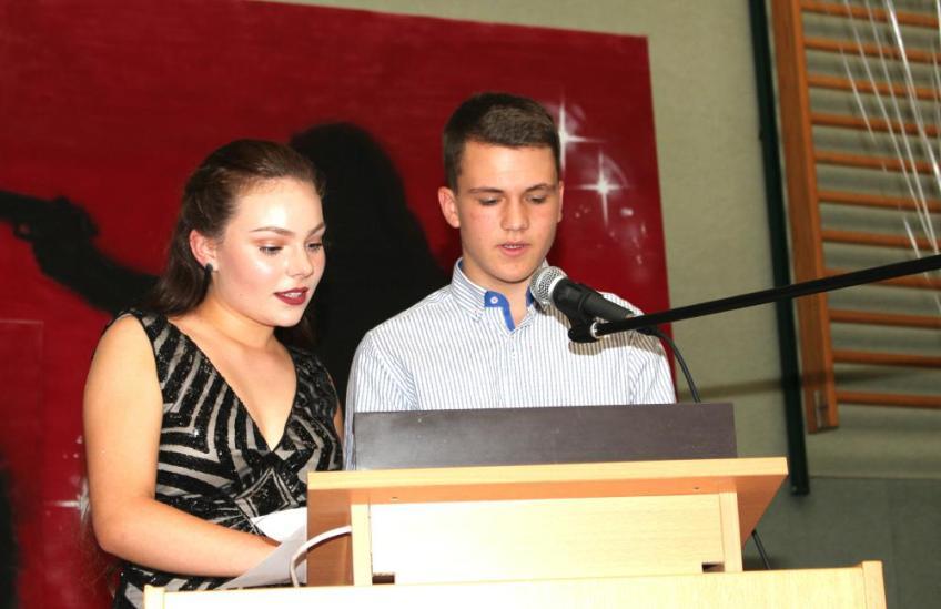 Gesamtschule Petershagen_Abschlussfeier Klasse 10 im SJ 2015-16_ Motto des Abends - Casino Royale_50
