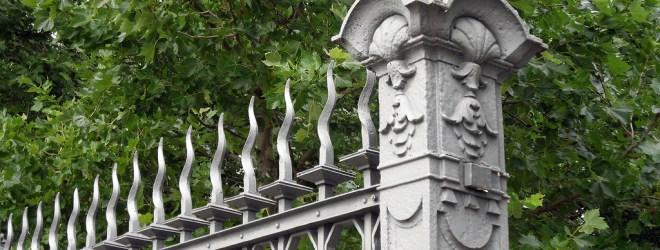 Zäune – aus Holz oder Alu?