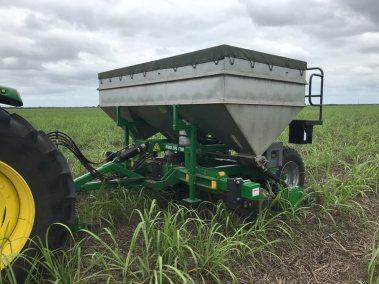 Stool Splitter and Side Dresser Sugarcane Fertiliser