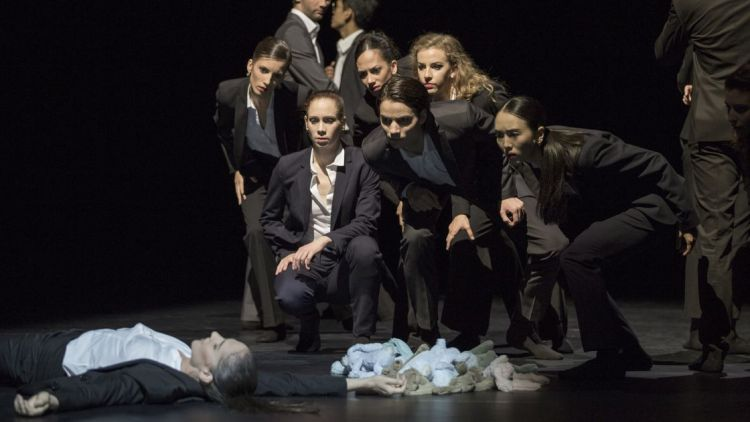 Young Moves - Wun Sze Chan: It is passing by – Ensemble | © Gert Weigelt