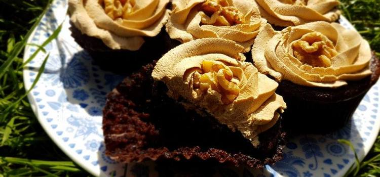 Low Carb Mocha Cupcakes (Chocolate, Coffee & Walnut Cakes)