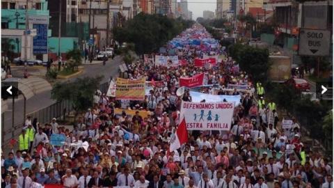 Manifestación por la familia en Lima el pasado 3 de mayo