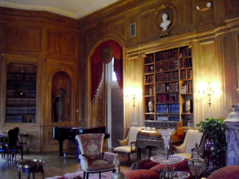 Baronial library in Gilded Age mansion turned hotel