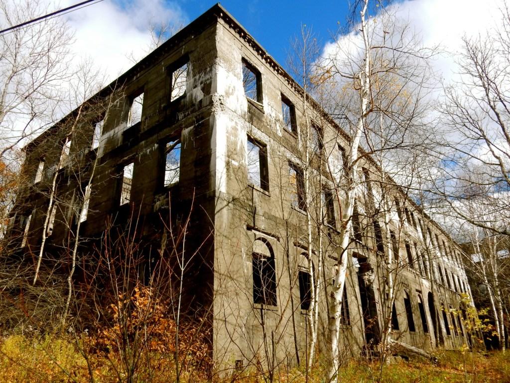 overlook-mountain-trail-hotel-ruins-woodstock-ny