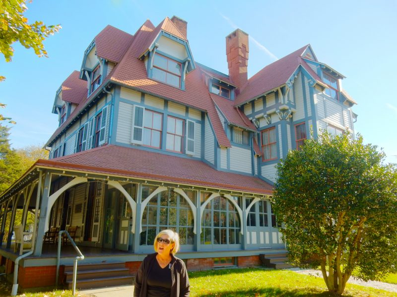 tourguide-denise-at-emlen-physick-estate-cape-may-nj
