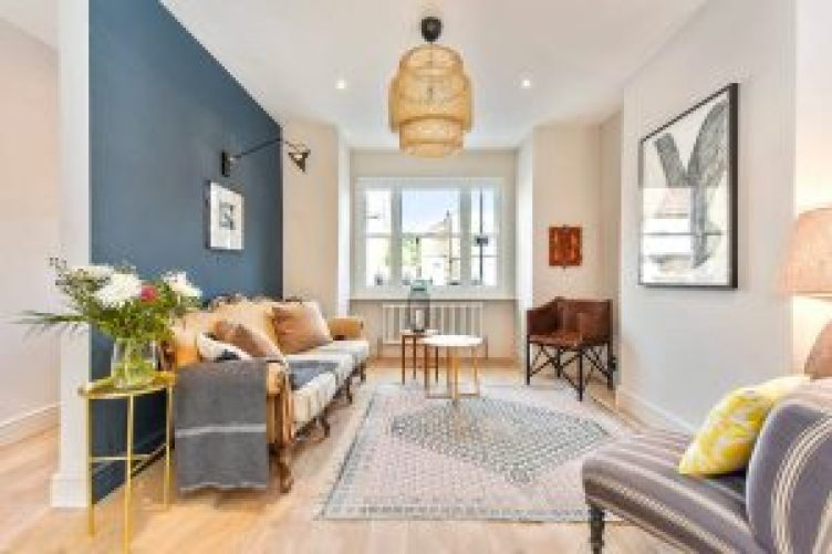 Extraordinary accent wall ideas in bedroom #accentwallideas #wallpaperideas #wallpaintcolor