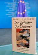 """Get caught reading campaign"" with the writer  book ""Das Zeitalter der Extreme"""
