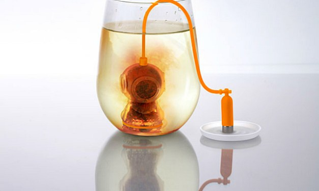 Sink the Deep Tea Diver into Your Tea Cup