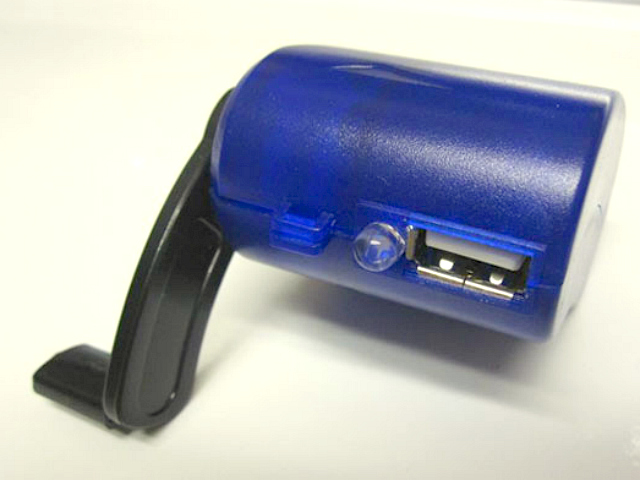 Hand-Crank USB Charger Powers Your Cellphone in an Emergency