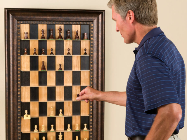 Vertical Chess Set Takes Chess to a Whole New Dimension