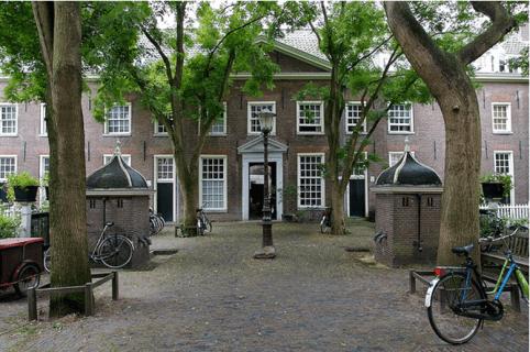Hofjestour. hofjeswandeling in Amsterdam