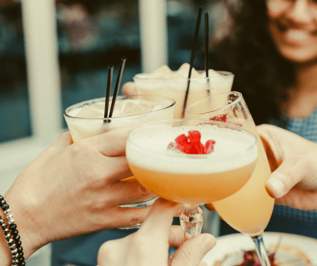 """Healthy alcoholic drinks for summer! Here are the """"rules"""" for healthy drinks and 4 healthy cocktail recipes just in time for the 4th of July! #healthyalcoholicdrinks #healthycocktails #fourthofjuly #4thofjuly"""