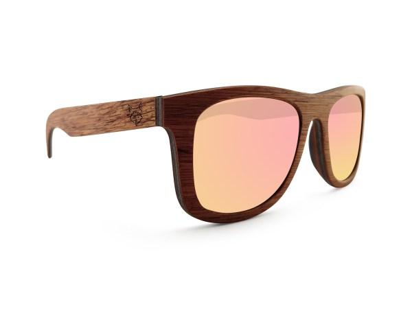 Foto van linkervoorkant van houten zonnebril Exploer van merk foxwood
