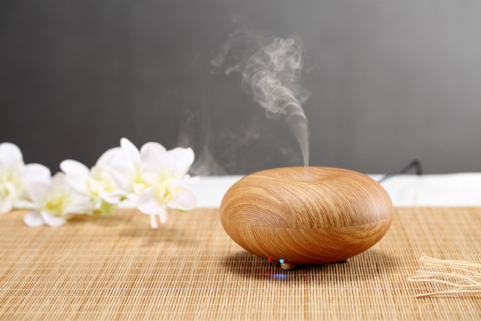 small ultrasonic aromatherapy diffuser