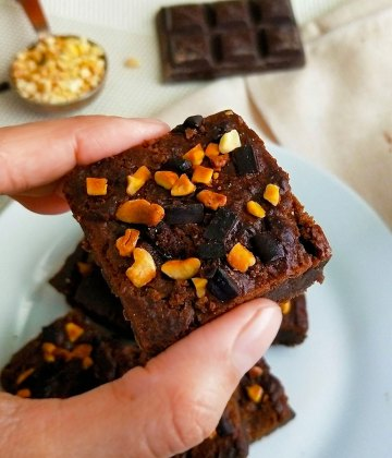 HIGH PROTEIN CHICKPEA BROWNIES