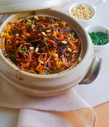 MUJADARA – LENTILS AND RICE WITH CRISPY ONIONS