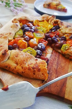 VEGAN GALETTE WITH TOMATOES, GRAPES, AND KIWI